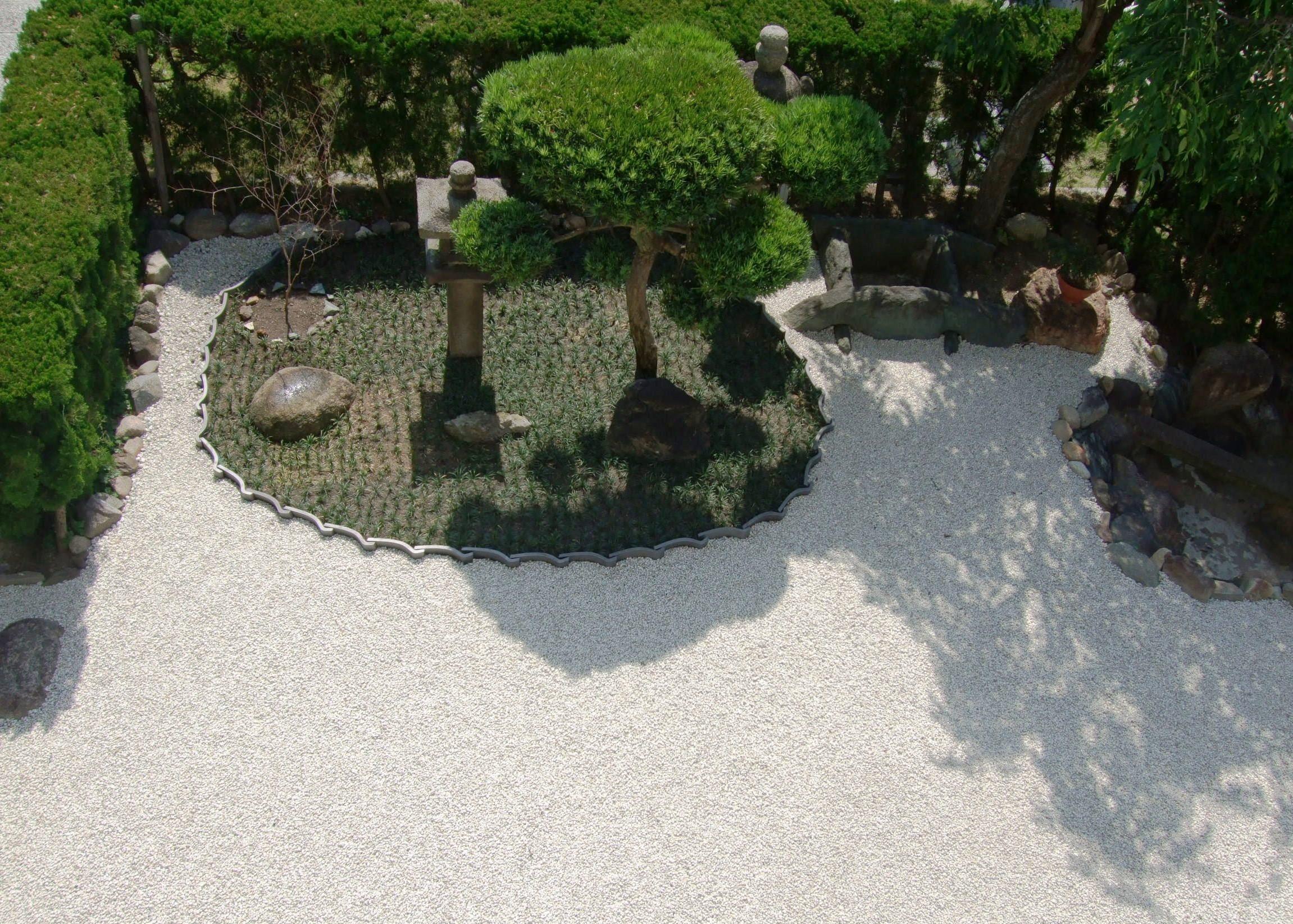 大乗寺 中庭2